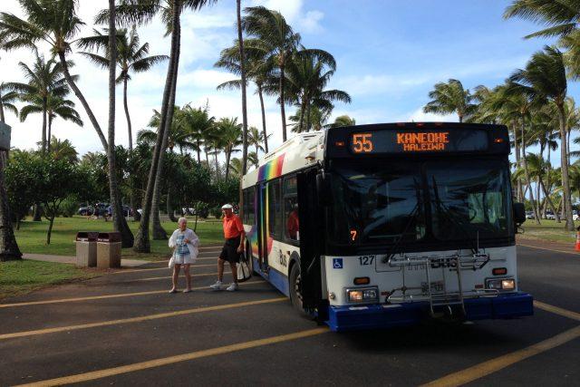 ハワイで最もグッドロケーションなバス停