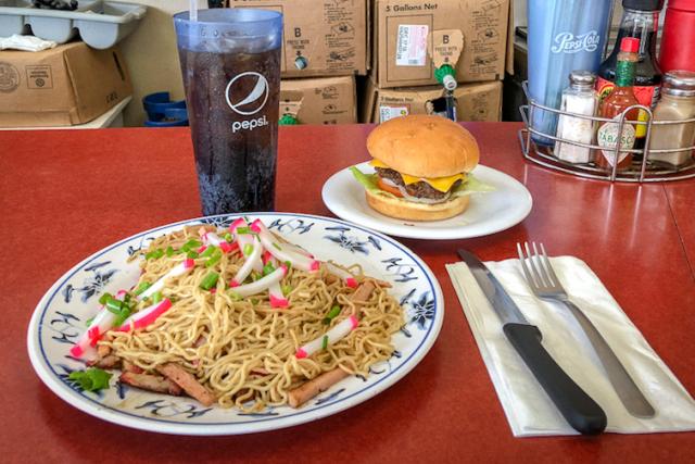 みんな大好き、ハワイの昔懐かしい味の食堂 8選