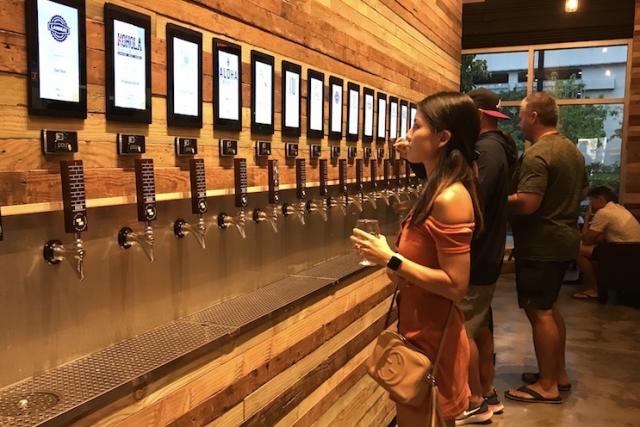 量り売りのクラフトビールショップがカカアコにオープン!