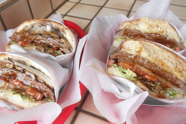 カウアイ島に行ったら絶対食べたい、オノ・チャー・バーガー