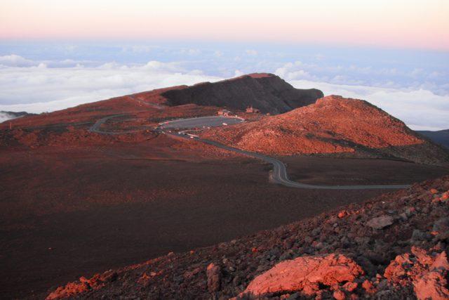 """マウイ島ハレアカラ、標高3055mの""""太陽の家""""で見る感動サンセット"""